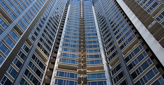 une copropriété d'une vingtaine d'étages